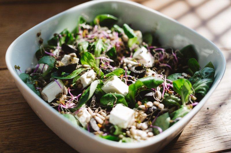 Salat in einer Servierschüssel