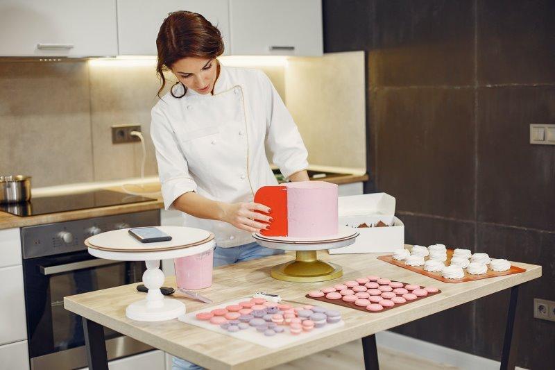 Tortenstaender-als-Hilsmittel-beim-Backen