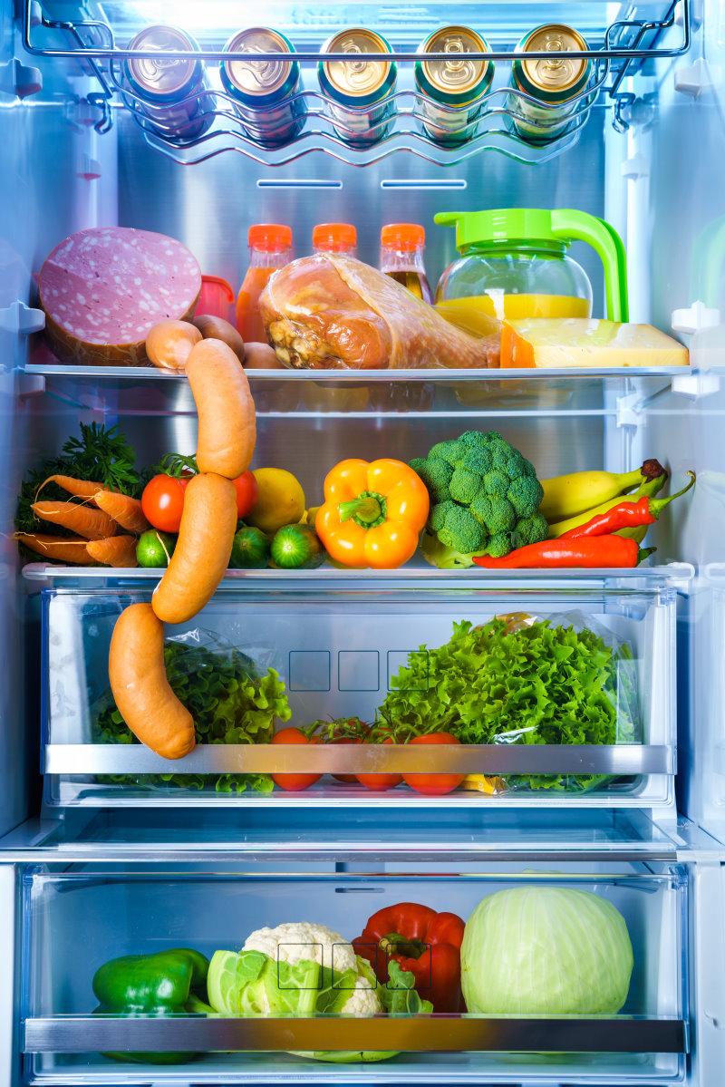 Kühlschrank mit verschiedenen Lebensmittel